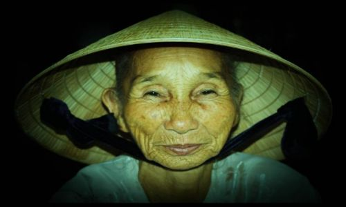 WIETNAM / - / pagoda perfumowa / wietnamska twarz