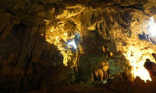 WIETNAM / halong bay / //// / jaskinia