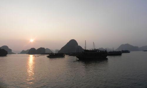 Zdjecie WIETNAM / halong bay / zatoka / zachod slonca