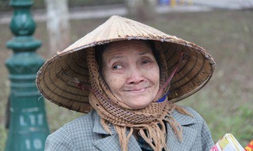 Zdjęcie WIETNAM / Delta Rzeki Czerwonej / Hanoi / Babcia