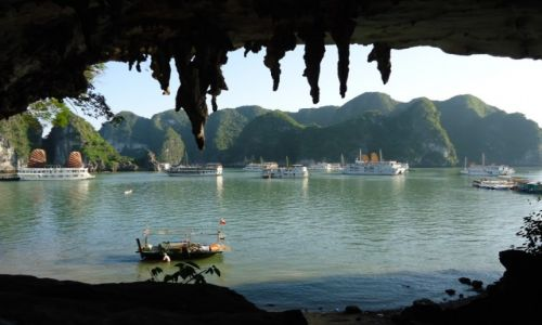 WIETNAM / Prowincja Quang Ninh / Jaskinia Bo Nau (jaskinia Pelikana) / Zatoka Ha Long