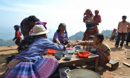 Zdjęcie WIETNAM / Bac Ha / Okolica Bac Ha / Mała impreza na budowie
