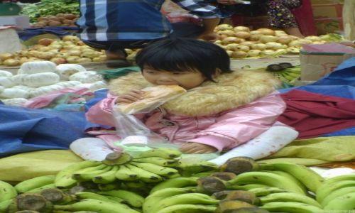 Zdjęcie WIETNAM / Bac Ha / Targ w Bac Ha / Królewna na ...bananach
