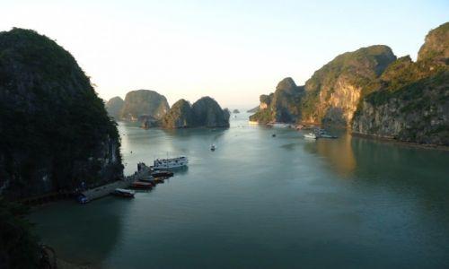 WIETNAM / Prowincja Quang Ninh / Zatoka Ha Long / Ha Long pod wieczór