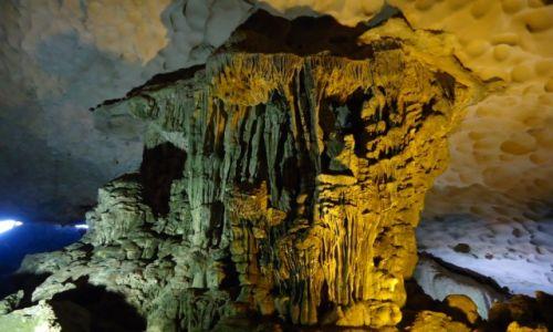 WIETNAM / Prowincja Quang Ninh / Zatoka Ha Long / Jaskinia Niespodzianek