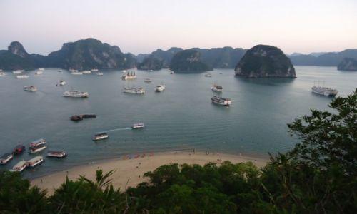 Zdjęcie WIETNAM / Prowincja Quang Ninh / Zatoka Ha Long / Panorama wieczorna