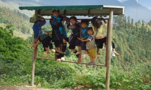 Zdjecie WIETNAM / Lao Cai / Sa Pa / Dzieci na grzędzie