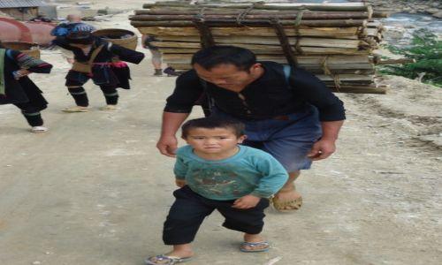 Zdjecie WIETNAM / Lao Cai / Sa Pa / Lepiej byś pomógł zamiast robić zdjęcia ...