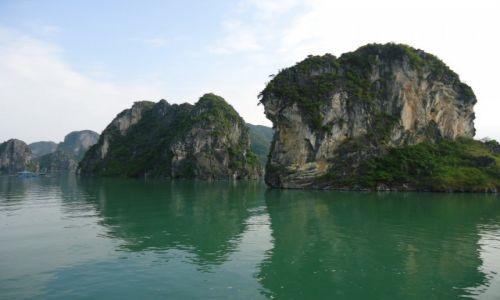 WIETNAM / Quang Ninh / północny Wietnam / Zatoka Ha Long / Wapienne ostańce