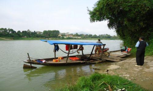 Zdjęcie WIETNAM / Thua Thien-Hue / okolice Hue / Przeprawa przez rzekę