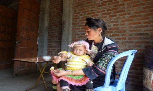 Zdjecie WIETNAM / północ / wioska w rejonie Sa Pa / KONKURS matka z ludu H'mong