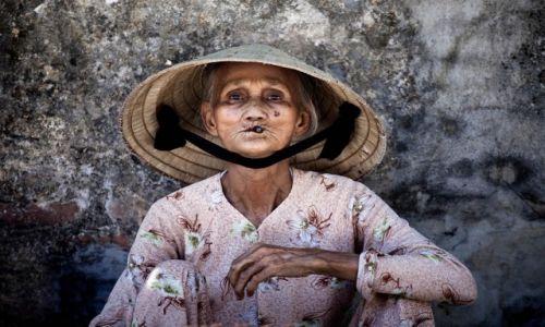 Zdjęcie WIETNAM / Hoi An / Hoi An - targ / Konkurs - Kobieta z cygarem