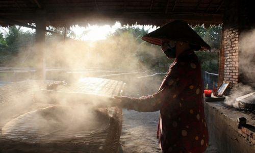 Zdjecie WIETNAM / Delta Mekongu / okolice Can Tho / W wytwórni nudli ryżowych