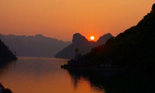 WIETNAM / HaLong / HaLong / Zachód słońca HaLong