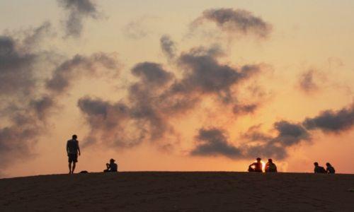 Zdjęcie WIETNAM / Binh Thuan / Mũi Né / Wpatrzeni w płonące słońce