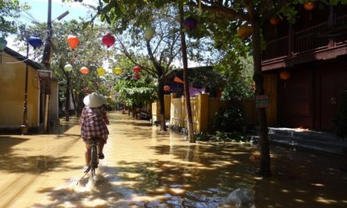 Zdjecie WIETNAM / - / Hoi An / powódź w Hoi An