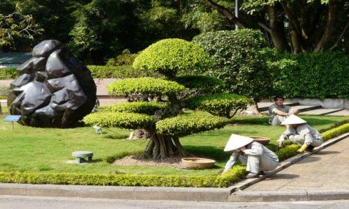 Zdjecie WIETNAM / Hanoi / okolice mauzoleum Ho Chi Minha / konkurs - przy pracy