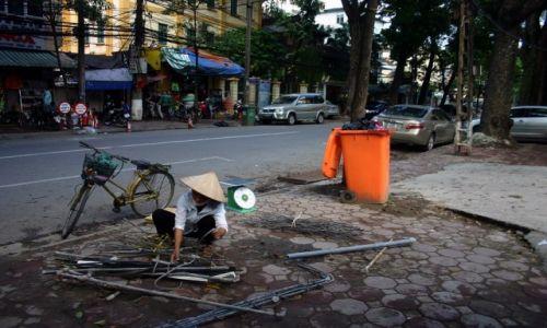 Zdjecie WIETNAM / Hanoi / Hanoi / Wietnamka przy pracy