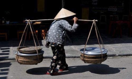 Zdjęcie WIETNAM / środkowy Wietnam / Hoi An / Niosąca kosze