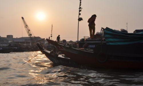 Zdjecie WIETNAM / delta Mekongu / Can Tho / Wodny targ o poranku