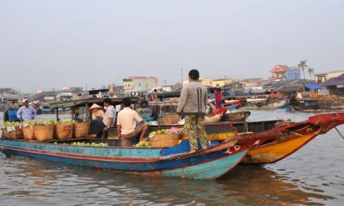 WIETNAM / delta Mekongu / okolice Can Tho / Wodny targ