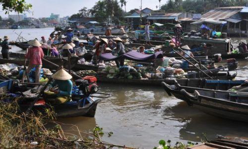 WIETNAM / delta Mekongu / okolice Can Tho / Targ wodny na Mekongu