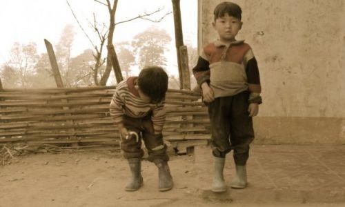 Zdjecie WIETNAM / Północny / przy granicy z chinami / chłopcy