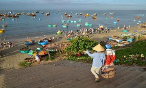 Zdjecie WIETNAM / po�udnie / wioska rybacka w okolicy Mui ne / o wschodzie...