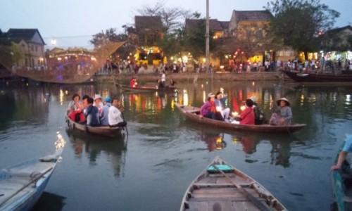 WIETNAM / Środkowy Wietnam / Hoi An / Łódki z lampionami
