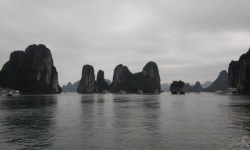 WIETNAM / Północny Wietnam / Ha Long Bay / Skały na Ha Long