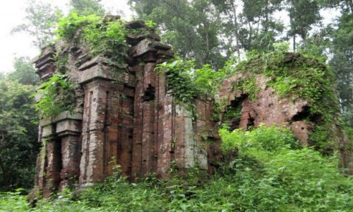 WIETNAM / Wybrzeże Południowo-Środkowe / My Son / Ruiny budowli ludu Czamów (1) – My Son, Wietnam