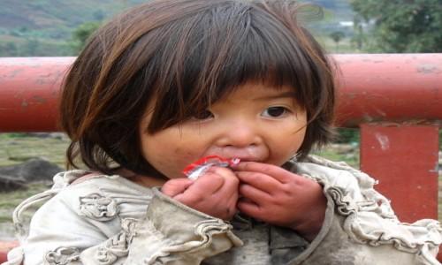 Zdjecie WIETNAM / Północna część Wietnamu / wioska w okolicach Sapa / Smutne czarne oczka