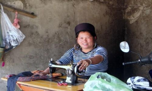 Zdjęcie WIETNAM / północny Wietnam / okolice przełęczy Tram Tom /  Wesoła krawcowa