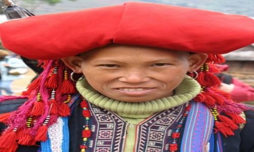 Zdjecie WIETNAM / Północny Wietnam / Sapa / Kobieta z Czerwonych Hmongów