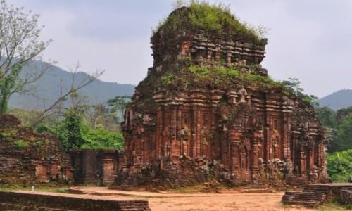 WIETNAM / środkowy Wietnam / 40 km od Hoi An / Ruiny My Son