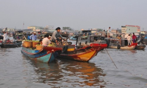 WIETNAM / Delta Mekongu / Hoi An / O świcie na targu w Can Tho