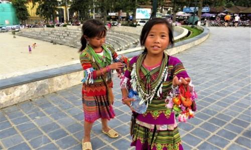 WIETNAM / Lao Cai / Sa Pa / Pracują od najmłodszych lat