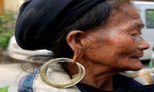 Zdjęcie WIETNAM / Sapa / Sapa / Kobieta w kolczykach