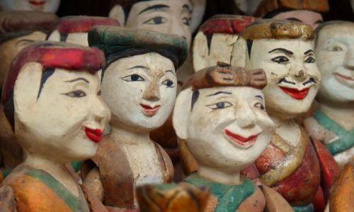 Zdjecie WIETNAM / Hanoi / stragan / teatralne lalki
