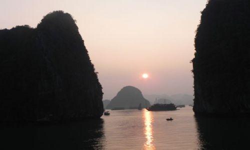 Zdjecie WIETNAM / halong bay / zatoka halong / zachod slonca
