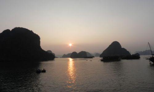 Zdjecie WIETNAM / halng bay / wietnam / zachod slonca