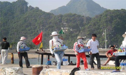 Zdjęcie WIETNAM / wietnam  / srodkowy wietnam / trzy zamaskowane wietnamki