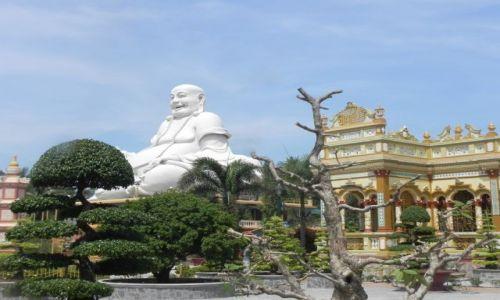 Zdjęcie WIETNAM / srodkowy wietnam / ... / budda w pieknym ogrodzie