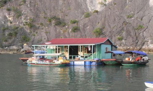 Zdjęcie WIETNAM / halong bay / ... / domek  w zatoce