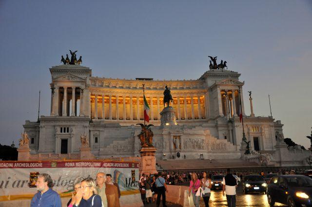 Zdjęcia: Rzym, Lacjum, Pomnik Wiktora Emanuela II, WłOCHY