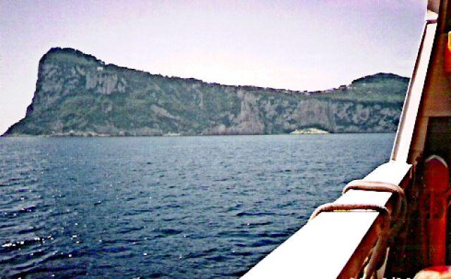 Zdjęcia: Wybrzeże wyspy Capri, Widok z promu, WłOCHY