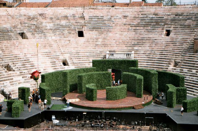 Zdj�cia: Werona w Arenie z I w. n.e. - przygotowania do spektaklu operowego, Werona, W�OCHY