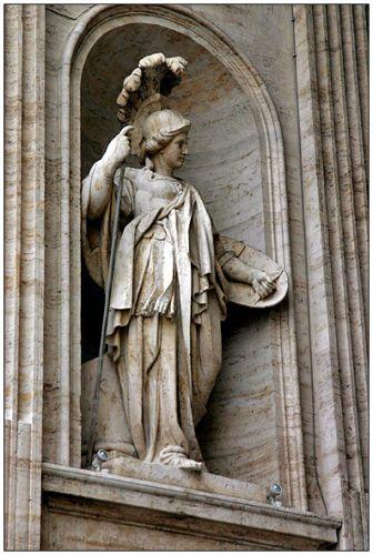Zdjęcia: uliczka Watykanu, Watykan, Jadna z wielu figur, WłOCHY