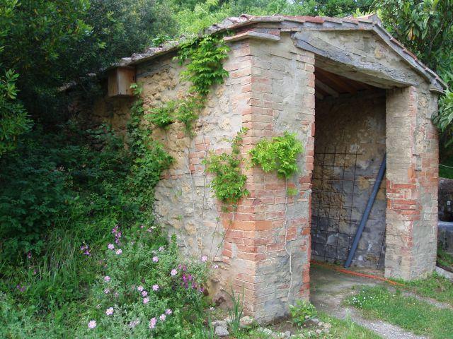 Zdj�cia: Pomarance, Toscana, Gara� na peryferiach, W�OCHY