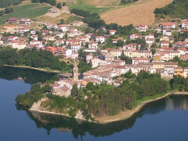 Zdj�cia: Miasto na przeciwko Sassocorvalo, Marche, Marcetale, W�OCHY